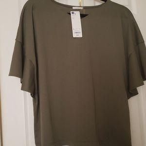 GU frilled sleeve t shirt